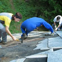 Delovna akcija - Streha, Črni dol 2006 - streha%2B033.jpg
