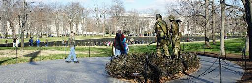 1000px-The_Three_Soldiers_and_Vietnam_Veterans_Memorial_DC_12_2011_000129.jpg