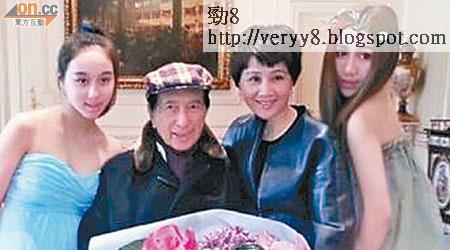 超欣(左)女大十八變,專程由英國回港為媽咪賀壽。