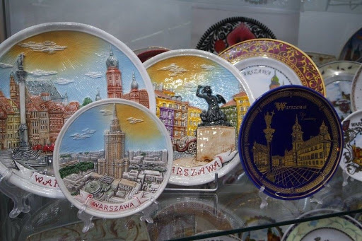 Plates at souvenir store at the Warsaw Old Town