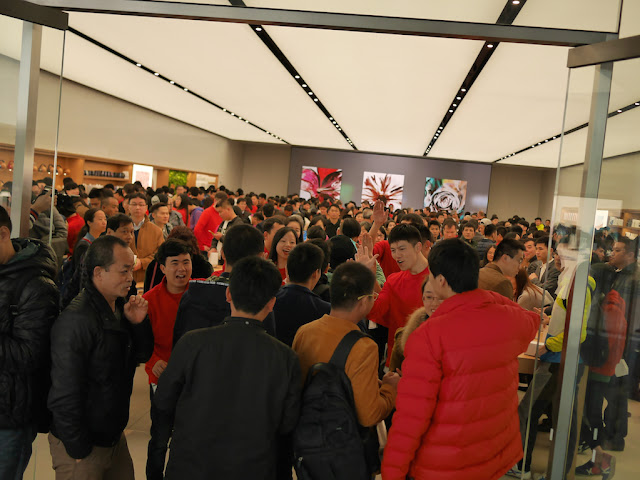 Apple employees greeting customers at the opening of the SM Lifestyle Center Apple Store in Xiamen, China