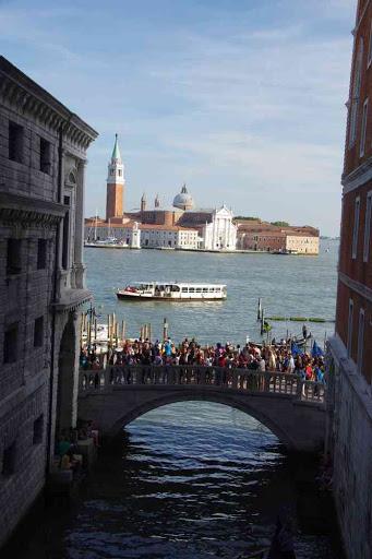 San Giorgio Maggiore vue depuis le pont des Soupirs.