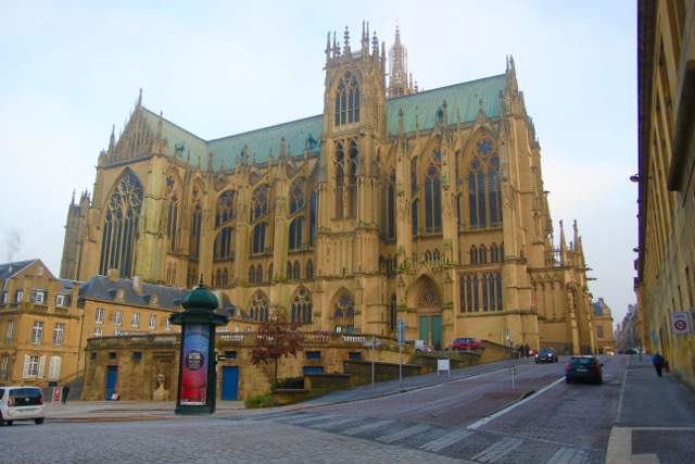 """Metz Cathedral - conveniently placed """"pissoir,"""" French street toilet, at backside!"""