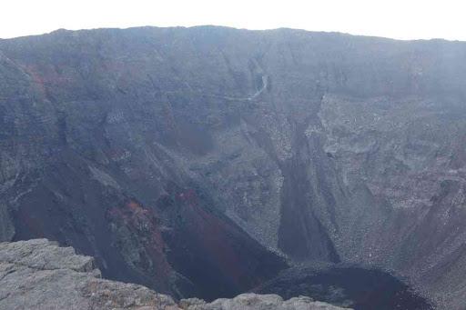 Le cratère Dolomieu effondré, vu du cratère Bory.