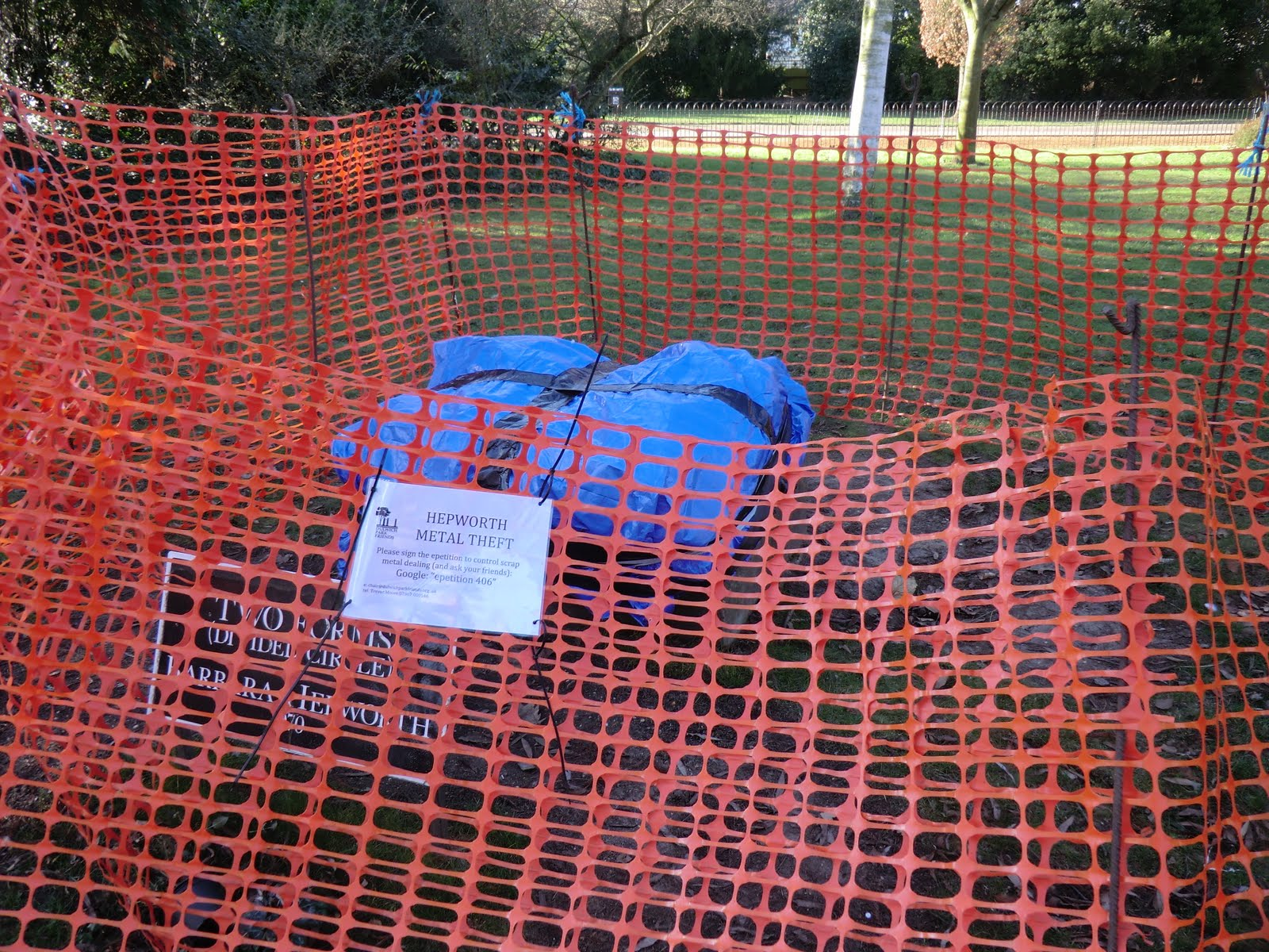 CIMG1579 Missing Hepworth sculpture, Dulwich Park
