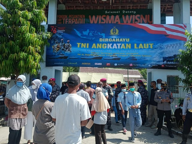 PERINGATI HUT KE-76 TNI AL, KORPS MARINIR  LANCARKAN SERBUAN VAKSIN DI PONPES MADIUN