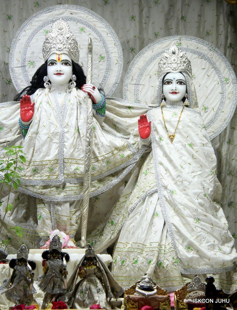 ISKCON Juhu Mangal Deity Darshan on 8th Sep 2016 (7)