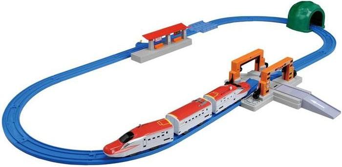 Bộ tàu hỏa Shinkansen Super Komachi giao cắt với đường bộ Tomica Arch Rail Crossing