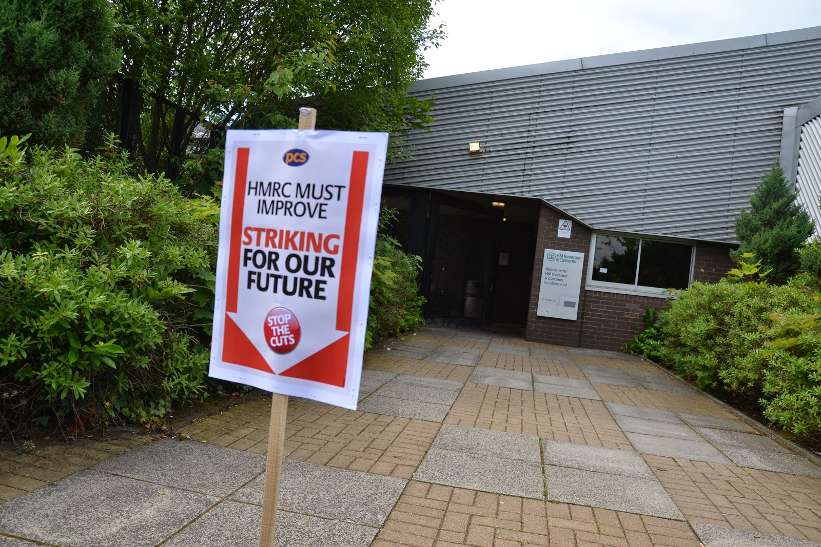 23-06-2014 - By Scott Campbell (+44) 0774 296 870 - PCS HMRC Cumbernauld strike, 23 June 2014; Sign by Tax Office entrance, on St. Mungo's Rd pedestrian path.