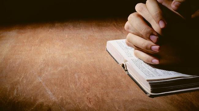Không đọc Kinh Thánh vì mất đôi kính