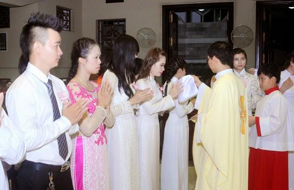 Thánh lễ ban các Bí tích Khai Tâm 22.10.2014