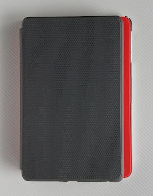 Nexus7+トラベルカバーとiPad mini+スマートカバー:フットプリントの比較
