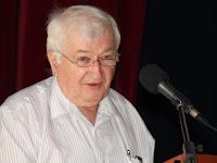 06 Bendík Béla, a Honti Múzeum és Galéria Baráti Körének elnöke üdvözli a hallgatóságot.JPG