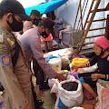 Polsek Tellu Limpoe Lakukan Pam dan Patroli di Pasar Sentral Amparita Jelang  Hari Raya Idul Fitri 1442 H