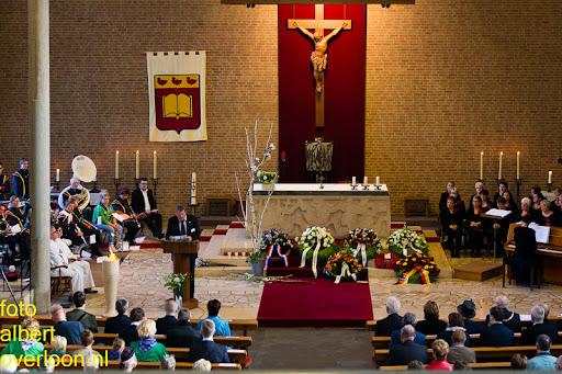 herdenkingsdienst  en een stille tocht naar het Engelse kerkhof 12-10-2014 (16).jpg