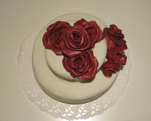 928- Bruidstaart rode rozen.JPG