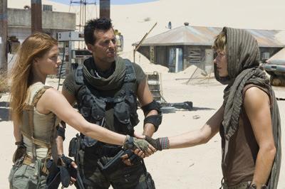 Claire Redfield, Carlos Oliveira e Alice em Resident Evil: A Extinção