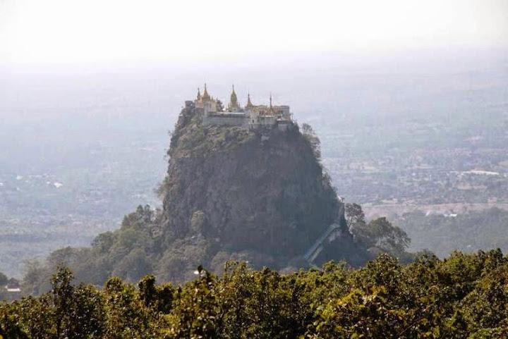 Tu Viện Vàng trên núi dựng đứng độc nhất thế giới