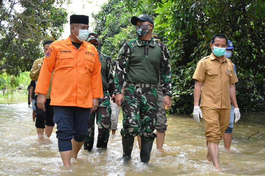 Musibah Banjir, Bupati Kutai Kartanegara Bersama Dandim Tinjau Ke Warga yang Terdampak