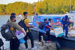 Sat. Polairud Polres Sampang Kawal 2000 Dosis Vaksin Ke Pulau Mandangin Sampang