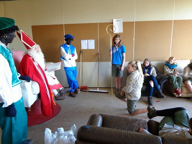 Sinterklaas op de scouts - 1 december 2013 - DSC00170.JPG