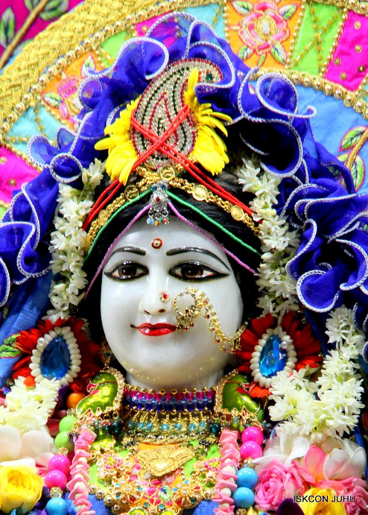 ISKCON Juhu Sringar Deity Darshan on 29th April 2016 (5)