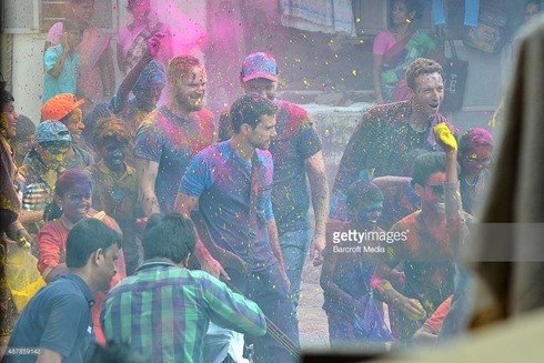 487859142-rock-band-coldplay-spotted-filming-a-music-gettyimages