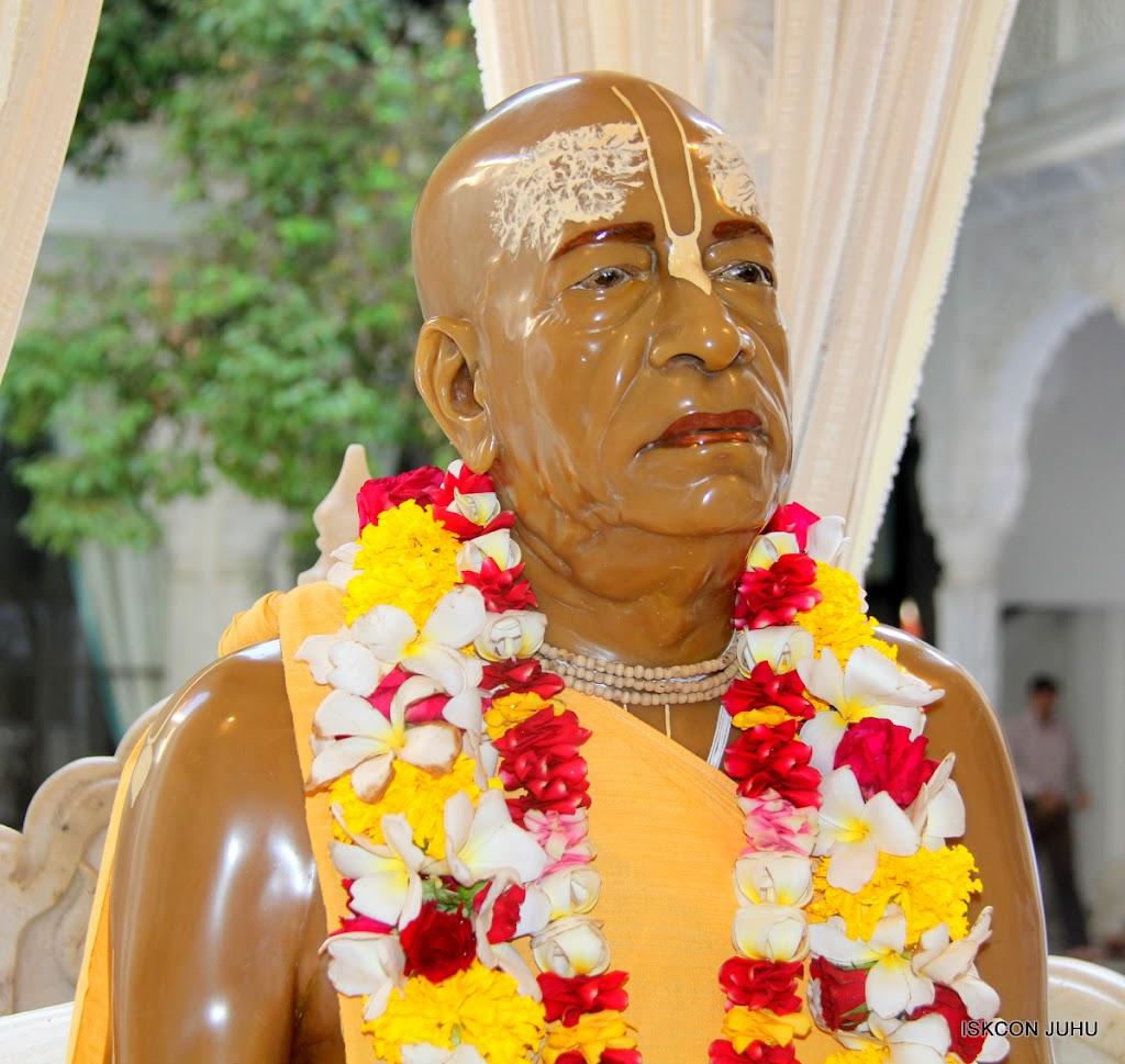 ISKCON Juhu Sringar Deity Darshan on 1st May 2016 (47)