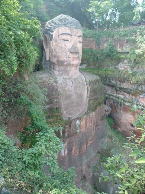 plus grand ,72 mètres,et ancien bouddha ,depuis que les Talibans ont canonné les leurs...