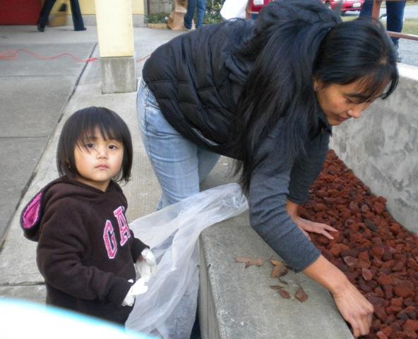 Sunday School - Clean Up Day! - Clean%2BUp%2BDay%2B--%2BDec.%2B19%252C%2B2010%2B014.jpg