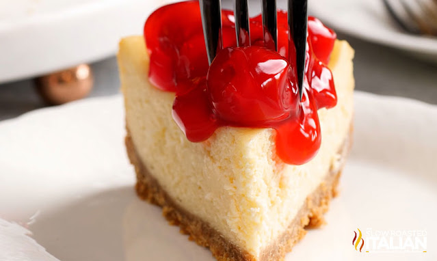 cheesecake with cherry sauce