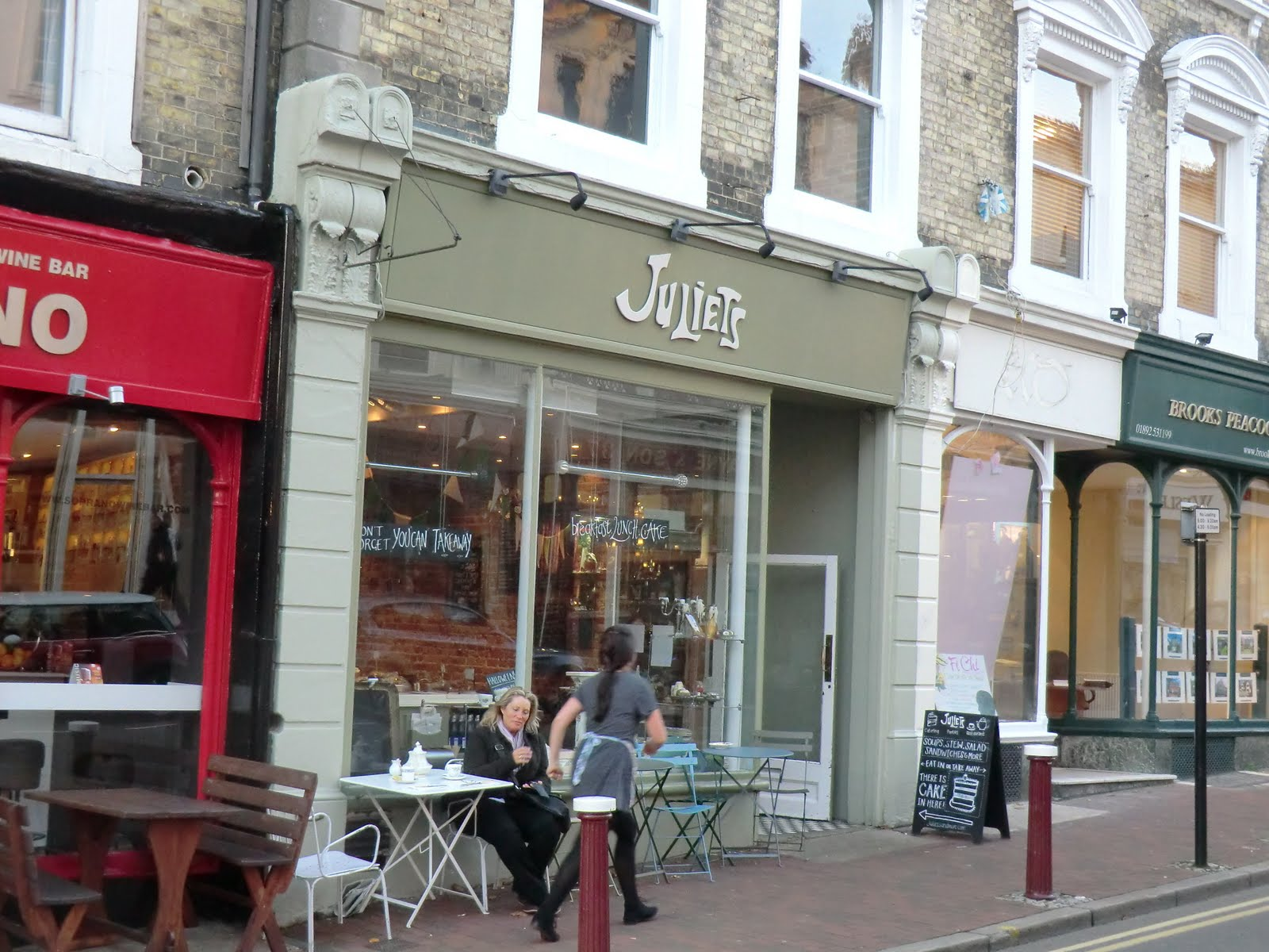 CIMG9078 Juliets, Tunbridge Wells High Street