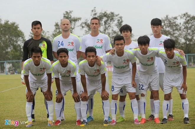 Công Phượng solo qua 5 hậu vệ Thái Lan lập cú đúp cho HAGL