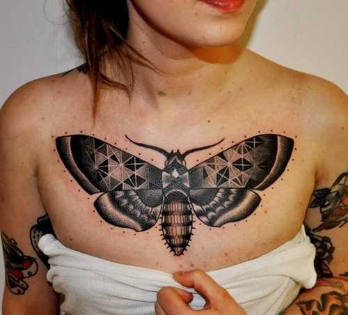 grande_tatuagem_de_borboleta_no_peito