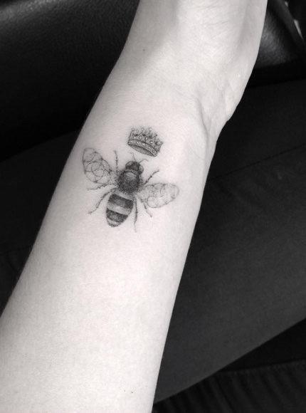 a_meia-agulha_abelha_tatuagem