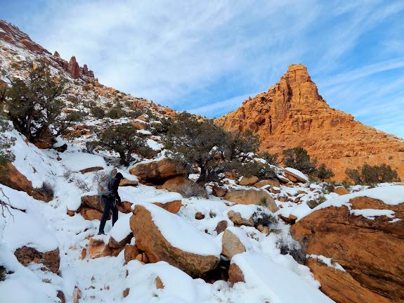 Trail into Hidden Valley