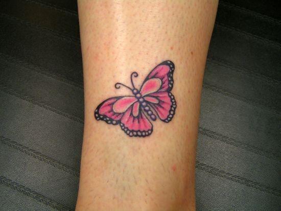 pequena_tatuagem_de_borboleta_acima_do_tornozelo