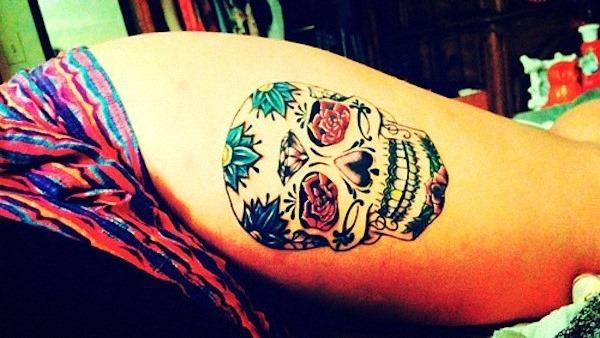 tatuagem-modelsnet101-sexy-coxa-tatuagens-de-meninas37_sexy_açcar_tatuagem_de_caveira