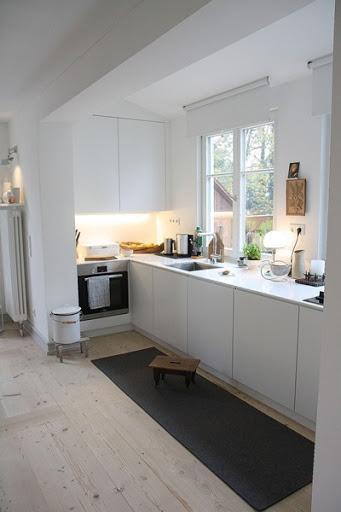 Ursprünglich Sollte Die Küche Dort Sein, Wo Jetzt Unsere Eßzimmer Ist.  Dieses Grenzt Direkt An Die Küche An Und Auf Dem Foto Ist Noch Der  Heizkörper Zu ...