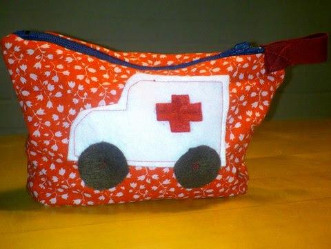 Toilettasje met ambulance
