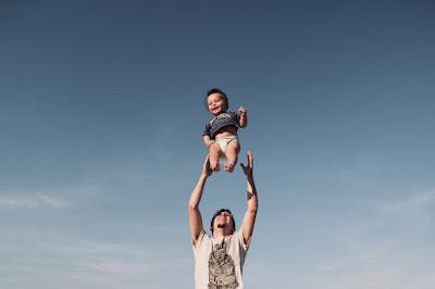 Jak poprawnie założyć pieluchę dziecku?