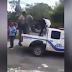 Hombre esposado le entra a patadas a tres policías en El Seibo