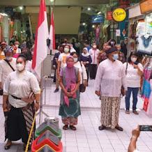 Saat Pedagang Pasar Beringharjo Kompak Berdiri Nyanyikan Indonesia Raya