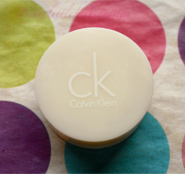 Calvin Klein Cream Eyeshadow in Bare Silk