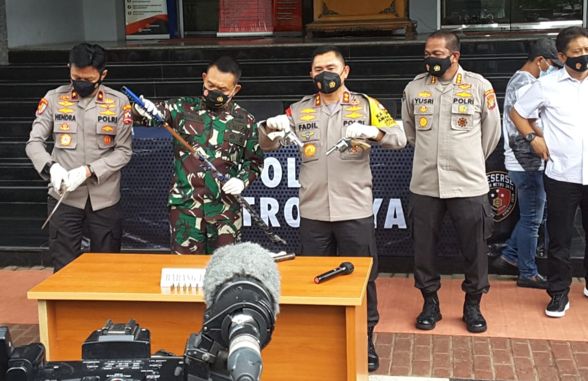 Anggota Polda Metro Jaya Dapat Serangan Dari Pengikut MRS