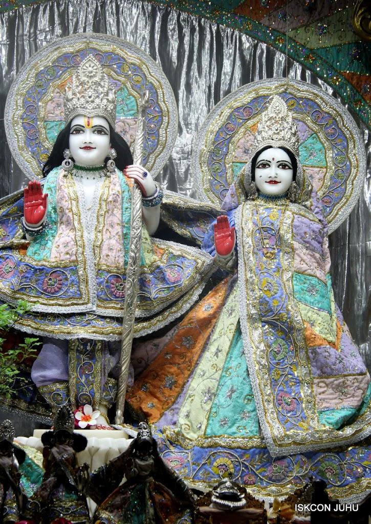 ISKCON Juhu Mangal Deity Darshan on 5th Aug 2016 (5)
