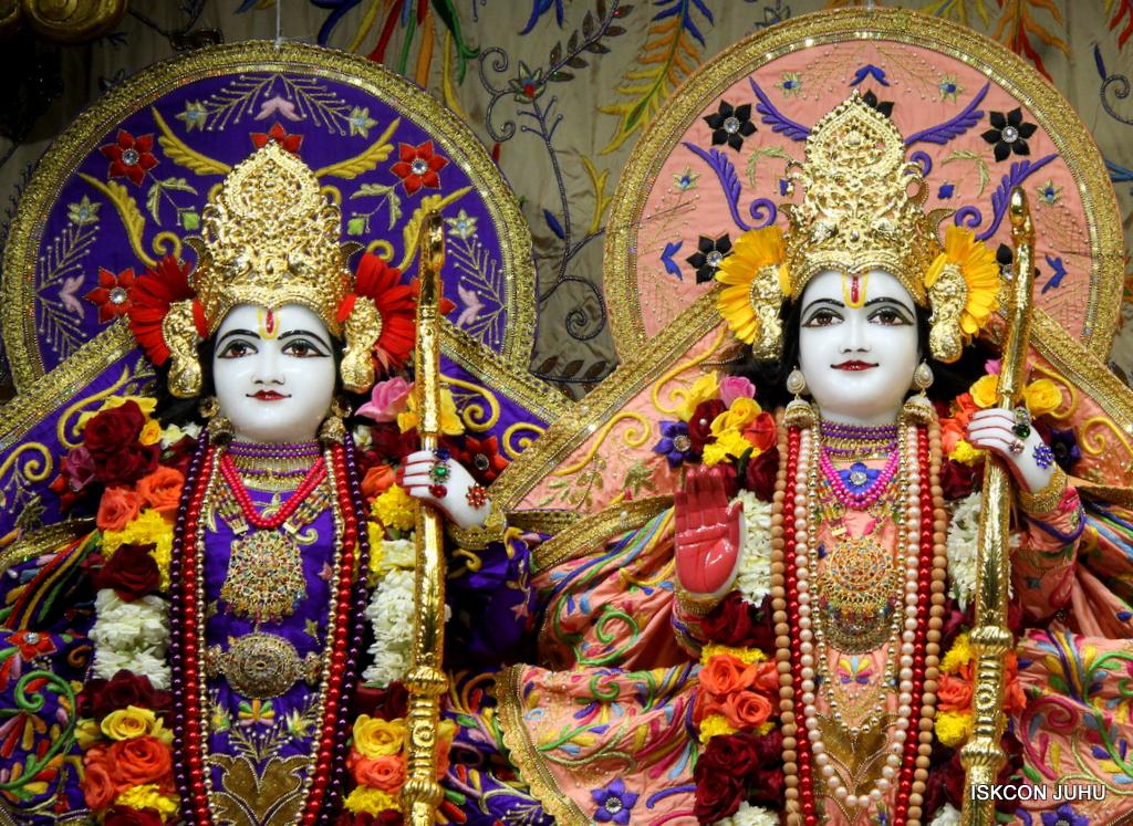 ISKCON Juhu Sringar Deity Drashan on 17th Jan 2017 (50)