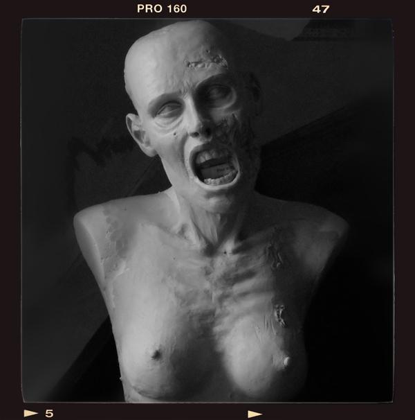 Buste échelle 1 zombie girl Zombie-bust04