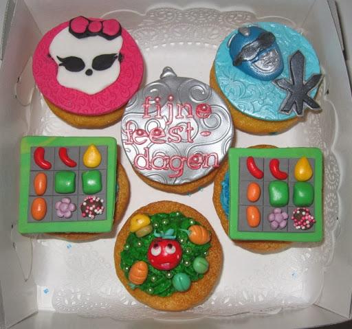 Custom made cupcake's.JPG