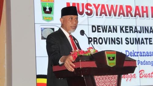 Gubernur Mahyeldi Ajak Pengurus Baru Dekranasda Berkarya Majukan Produk Kerajinan